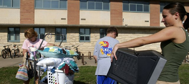 Janice Taliaferro, left, and Ben Taliaferro, 12, help Kasey Taliaferro, an incoming Kansas University freshman from Berryton, move into Templin Hall.