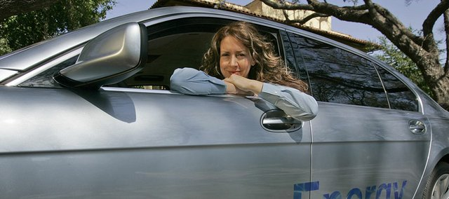 Despite having to be refueled by a trained professional, the BMW Hydrogen 7 is worth the hassle, says actress Joely Fisher. Automakers want to build support for the infrastructure needed to make hydrogen cars commercially viable.