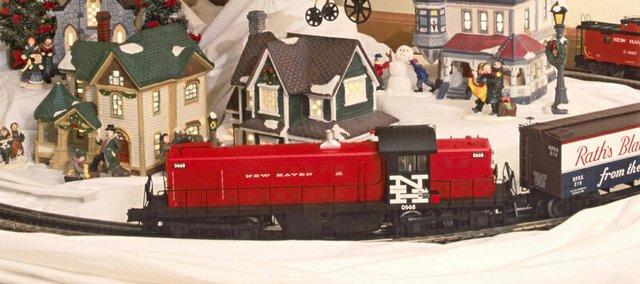 Choosing a train for the Christmas tree / LJWorld.com