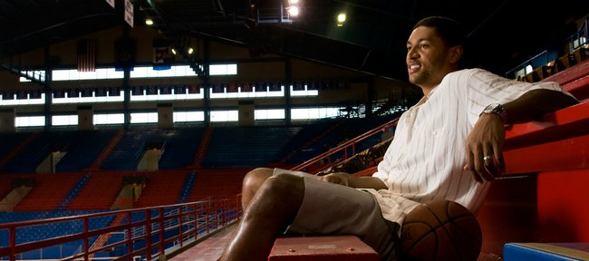 Former Jayhawk basketball star Wayne Simien will have his jersey retired on Jan. 29, 2011.