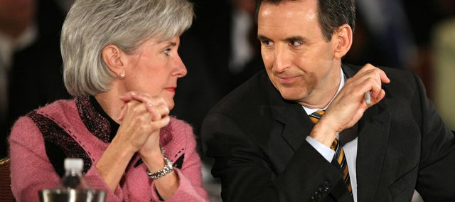 Kansas Gov. Kathleen Sebelius, left, talks to Minnesota Gov. Tim Pawlenty, right, during the 2009 National Governors Association winter meeting Saturday in Washington.