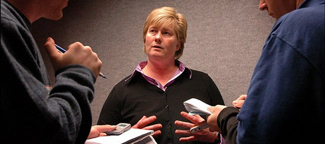 Kansas softball coach Tracy Bunge announced her retirement to her players on April 24, 2009.