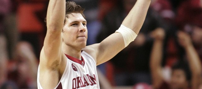Oklahoma guard Cade Davis gestures to the crowd during the second half against Texas. The Sooners knocked off the Longhorns, 80-71, on Saturday in Norman, Okla.