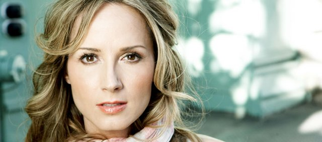 Country star and Wellsville native, Chely Wright.