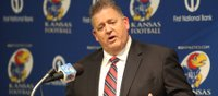 Charlie Weis kicks backsides, returns names
