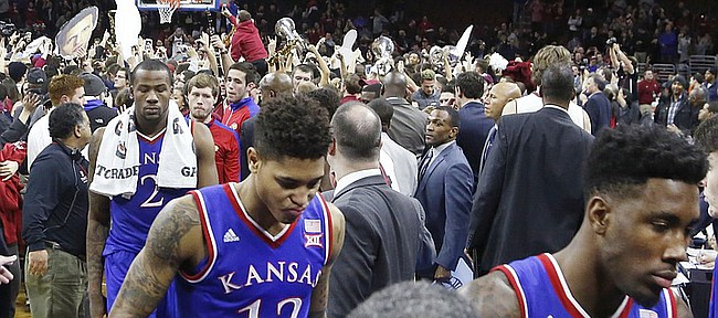 2f48dabcb13 Kansas players leave the court after the Jayhawk s 77-52 loss to the Temple  Owls