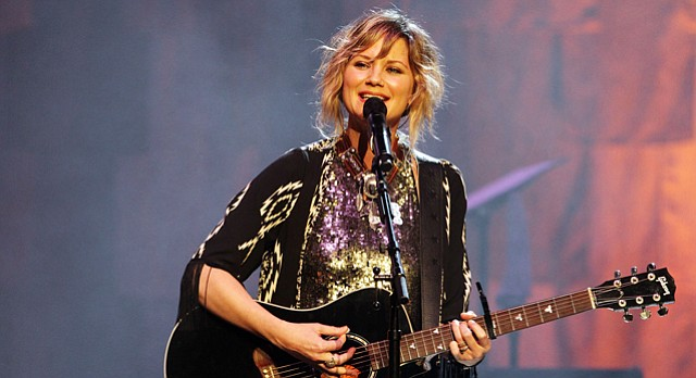 Jennifer Nettles will perform at 7 p.m. April 10 at the Lied Center.