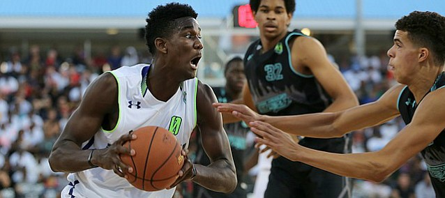 Team EZ Pass' DeAndre Ayton #0 in action against Team Doo Be Doo in the Under Armour Elite 24 game on Saturday, August 22, 2015 in Brooklyn, NY. (AP Photo/Gregory Payan)