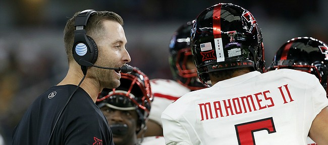 Texas Tech head coach Kliff Kingsbury, left, talks with quarterback Patrick Mahomes in the second half of an NCAA college football game against Baylor Saturday, Oct. 3, 2015, in Arlington, Texas. Baylor won 63-35. (AP Photo/Tony Gutierrez)