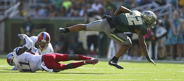 Baylor running back Shock Linwood (32) breaks loose from a tackle by Kansas linebacker Mike Lee (11) during the second quarter on Saturday, Oct. 15, 2016 at McLane Stadium in Waco, Texas.