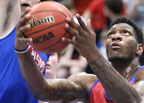 'He wouldn't get off the court': Silvio De Sousa makes long-awaited return during KU camp scrimmage