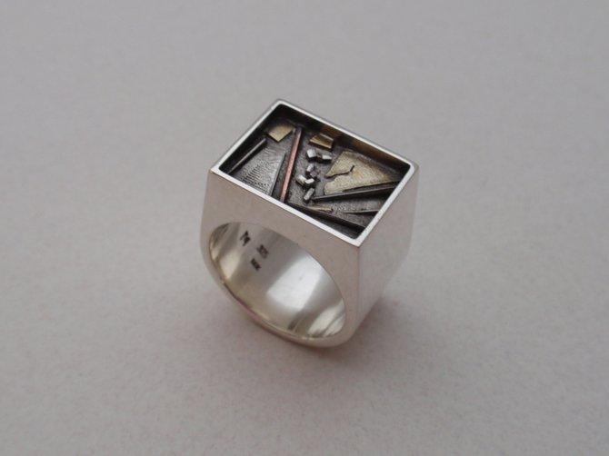 Ring (JCR4)