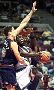 Detroit's mateen Cleaves, center, splits the defense of Denver's Raef LaFrentz, left, and Antonio McDyess. The Pistons defeated the Nuggets, 94-83, Tuesday night in Auburn Hills, Mich.