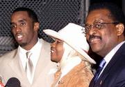 "Sean ""Puffy"" Combs, left, and his mother, Janice, center, leave his trial with lawyer Johnnie Cochran after Combs&squot; acquittal this month. Cochran is now in Florida helping with the appeal of a 14-year-old convicted of murder for killing a playmate while imitating pro wrestling moves."