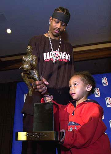 Photo: Philadelphia's Allen Iverson shows his son, Allen ...