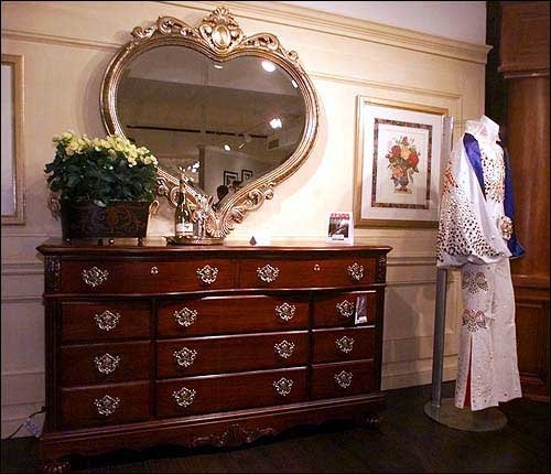 Marvelous Photo: A Heart Shaped Mirror Is Among The Vaughan Bassett Furniture Co.u0027s  ... / LJWorld.com