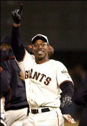 San Francisco's Kenny Lofton hit the game-winning RBI single in the ninth inning on Monday.
