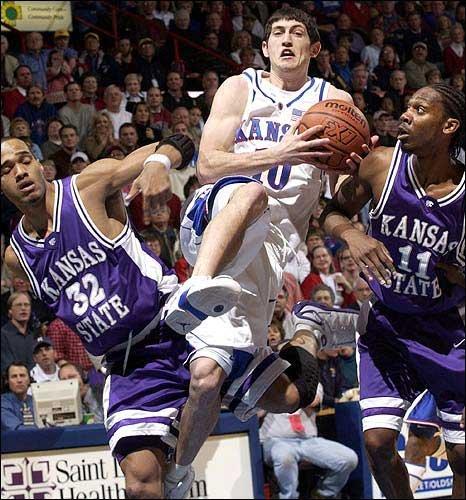 Photo: Kansas University's Kirk Hinrich, center, splits ...