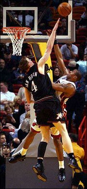 Philadelphia's Keith Van Horn, left, blocks a shot by Miami's Caron Butler. The 76ers defeated the Heat, 97-91, Saturday in Miami.