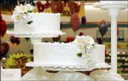 Lawrence cake decorators say many couples are requesting wedding cakes with a simple, but elegant look. This is a pedestal cake in which separate cakes are arranged on stands of varying height. Some customers like to make each cake a different flavor.