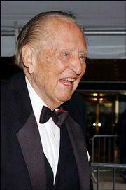 Former radio and television host Art Linkletter receives a lifetime achievement award at the Daytime Emmys.