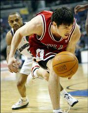 Chicago's Kirk Hinrich chases a loose ball as Washington's Juan Dixon, back, challenges. Hinrich scored 23 points, but the Bulls fell to the Wizards, 95-87, Thursday night in Washington.