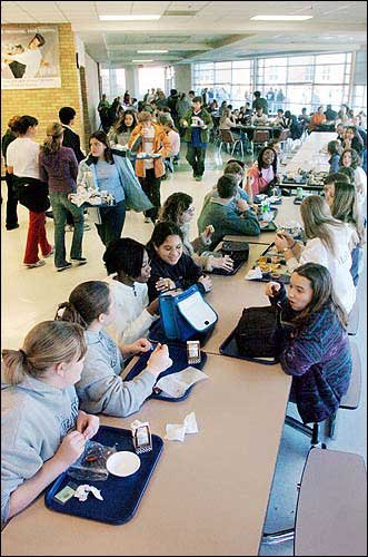 crowded-high-school-cafeteria Images - Frompo - 1
