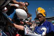 Green Bay's Ahman Green signs autographs Thursday at Aloha Stadium. The Pro Bowl is set for Sunday in Honolulu.