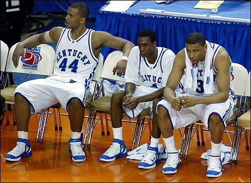 Photo Kentucky Players From Left Chuck Hayes Rajon