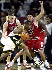 Chicago Bulls guard Kirk Hinrich (12) and forward Andres Nocioni defend Seattle SuperSonics forward Rashard Lewis. The Sonics won, 98-84, Friday in Seattle.
