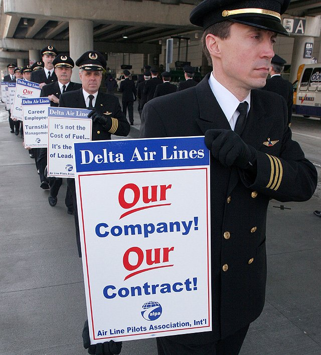Photo: Delta Airlines pilots walk during an informational picket ...
