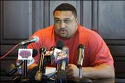 Kansas City tackle Willie Roaf reads a brief statement formally announcing his reitrement.