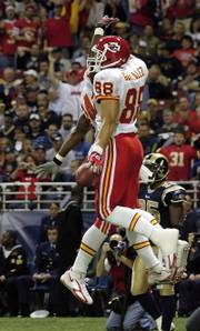 TONY GONZALEZ (88) celebrates with teammate Kris Wilson after scoring the first of his two touchdowns.