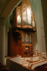 Kansas University's Bales Organ Recital Hall, which is 10 years old, was a joint effort of an architect, acoustician, organ builder, organ faculty and university representatives. The venue is perfectly constructed for organ music.