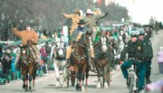 One hundred entries are expected in the 2007 Old-Fashioned Christmas Parade, including a six-horse hitch of Clydesdales that also will appear in the Macy's Thanksgiving Day Parade.