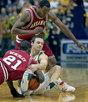 Baylor's Aaron Bruce, right, fights for a loose ball with Arkansas' Patrick Beverley, left. Arkansas edged Baylor, 85-78, Saturday in Dallas.