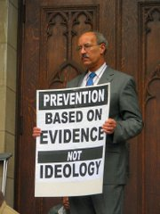 The Rev. William Sinkford attends World AIDS Day 2006. He will speak at 4 p.m. Sunday at Lawrence High School.
