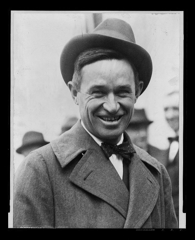 a biography of will rogers a humorist performer and social commentator Portal:oklahoma/selected biography winning american country music singer and performer  cherokee-american cowboy, comedian, humorist, social commentator.