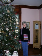 Mary Burg was a host for Health Care Access Clinic's fourth annual Holiday Homes Tour in 2008. Decorations in Burg's home included a 10-foot fir tree decorated with 1,000 white lights and 400 to 500 ornaments.