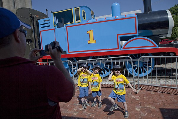 Thomas the tank engine and percy too headline big for Garage mariot pecy