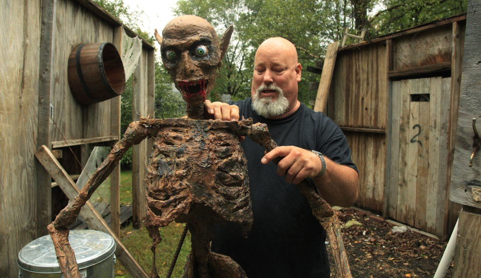 photo thumbnail - Scary Halloween Yard Decorations