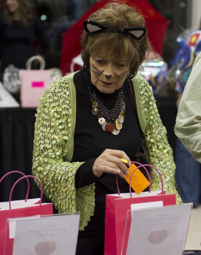 Lavonne Widmer, Wichita, drops a raffle ticket into a pink bag.