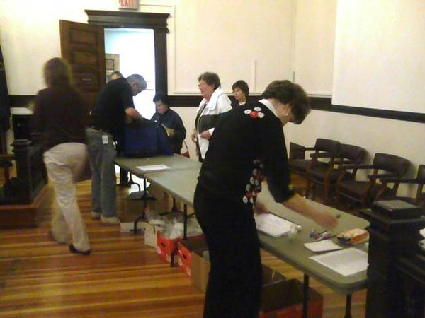 Poll workers arrive at the Douglas County Courthouse with ballots on Nov. 2, 2010.