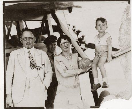 John Brinkley med sin familj