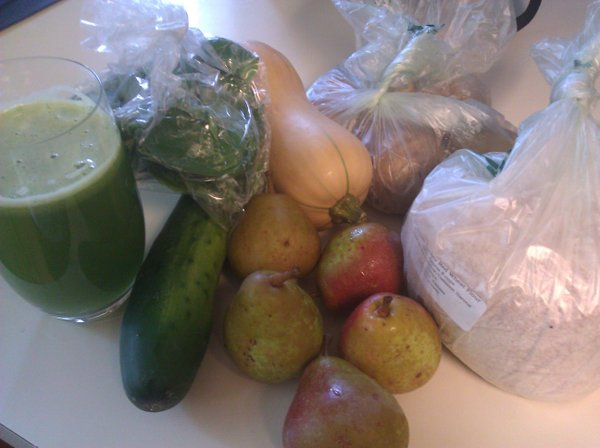 Our haul for week 18 (plus green juice made with one of our CSA cucumbers).