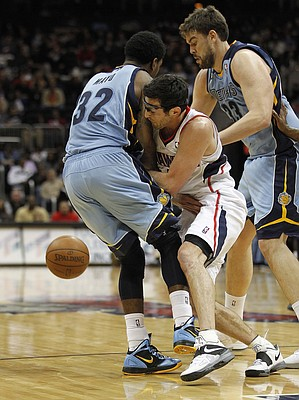 Atlanta Hawks guard Kirk Hinrich, center, loses the ball as he collides with Memphis Grizzlies' O.J. Mayo (32) in the third quarter of an NBA basketball game on Thursday, Feb. 2, 2012, in Atlanta. Memphis won 96-77.