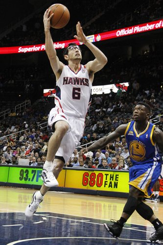 Atlanta Hawks guard Kirk Hinrich (6) drives to the basket against Golden State Warriors forward Jeremy Tyler (3) in the first half of an NBA basketball game, Wednesday, Feb. 29, 2012, in Atlanta.
