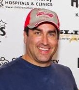 Actor and KU alumnus Rob Riggle will join actors Paul Rudd and Jason Sudeikis in hosting a poker tournament to raise money for Children's Mercy Hospital.