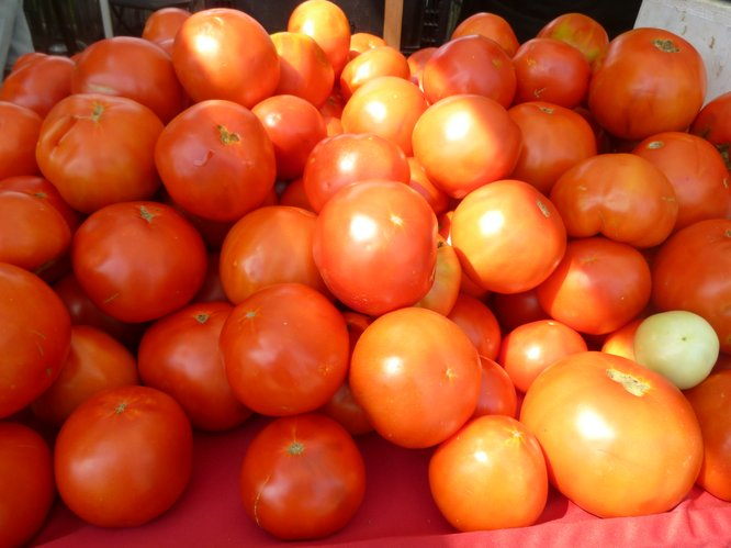 A pile of deliciously large Wohletz Farm Fresh tomatoes await market patrons at Cottin's Hardware Farmers Market.