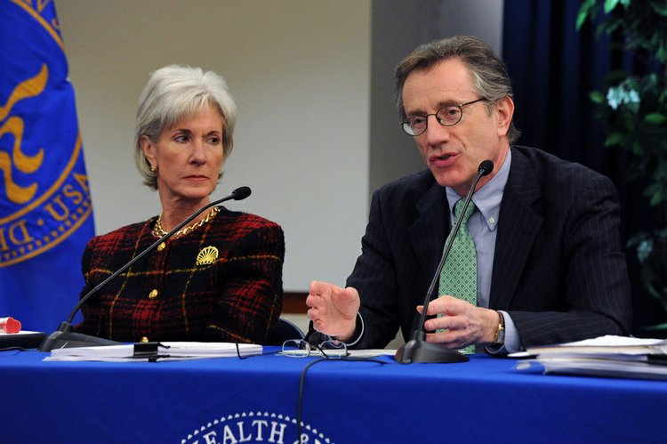 Jay Angoff, director of the U.S. Health and Human Services Department region that includes Missouri, Kansas, Nebraska and Iowa; and HHS Secretary Kathleen Sebelius.
